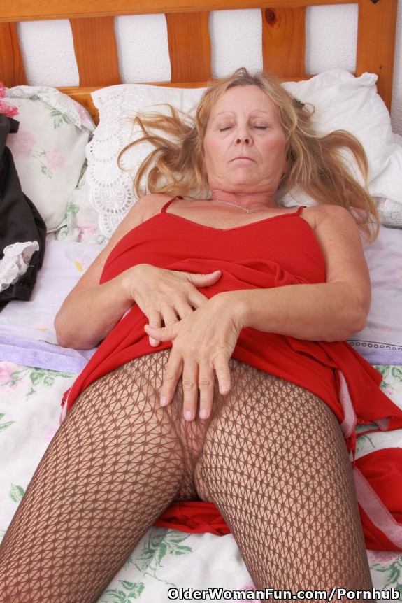 67 year old granny gerri playing with her pussy 6