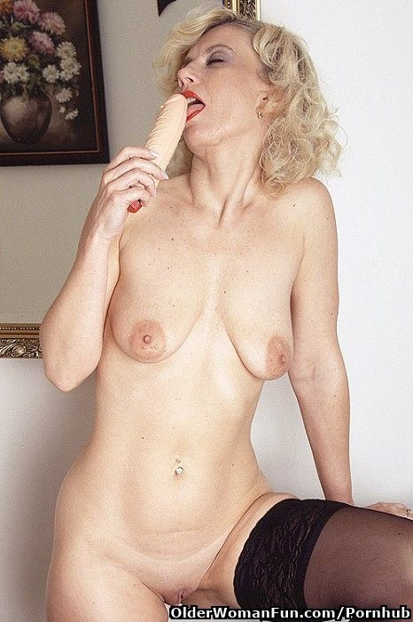 Free lesbian milf porn