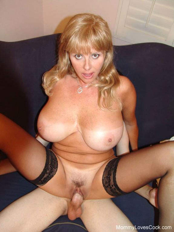 4Голые грудастые зрелые женщины порно фото